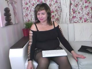 Beautiful gilf BustyAmyX horny cam female displaying my snatch