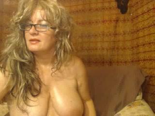Jaw-dropping granny MaryJaneSuper 1 on 1 adult chat ex gf fingerblasting