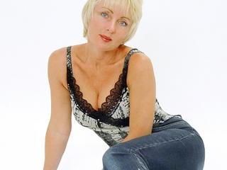 Beautiful older lady SexyMatureBlondi Mutual Masturbation chick fingerblasting